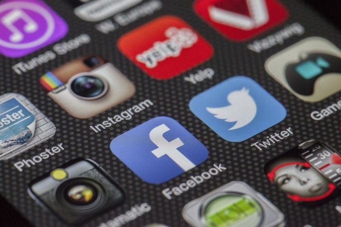 do social signals matter